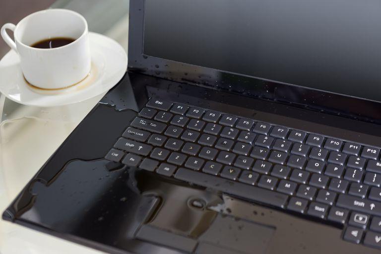 Laptop bị vô nước; sửa laptop vô nước
