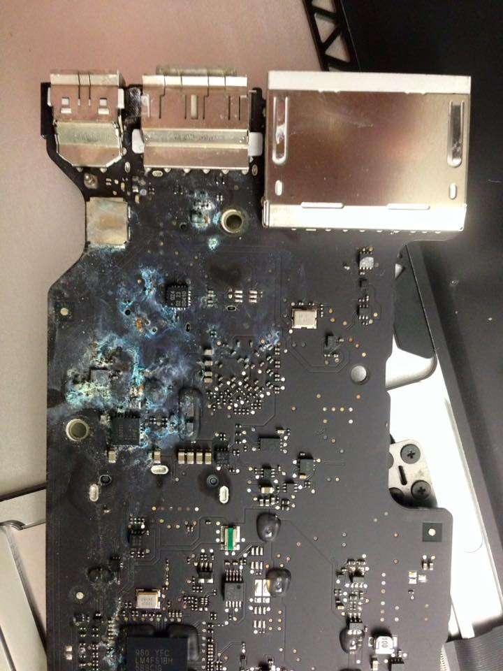 macbook bị vô nước mất nguồn